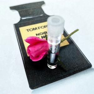 noir de noir with rose